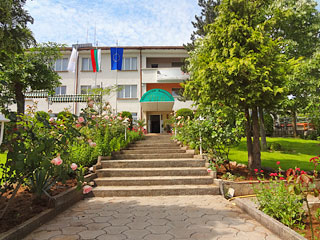 "Хотел Рай, ул. ""Димитър Маджаров"" 48, Маджарово"