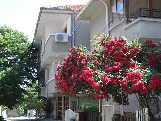 """Къща за гости Калафатеви, ул. """"Буревестник"""" 8, Созопол"""