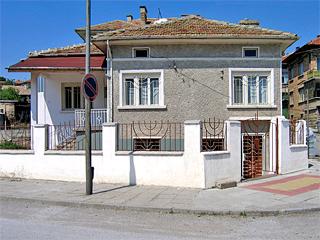 """Къща за гости във Велики Преслав, ул. """"Лозарска"""" 1, Велики Преслав"""