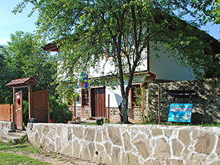 """Къща за гости Четирите Бора, ул. """"Дочо Чакъров"""" 65, Бели Осъм"""