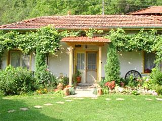 Къща Илиан, махала Мутевска, 10 км от Троян, Балабанско