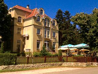 """Семеен Хотел Вила Дукеса, м. """"Салтанат"""" 64, Варна"""