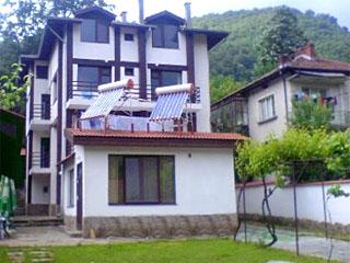 """Къща за гости Ариранг, ул. """"Стара планина"""" 3, Черни Осъм"""